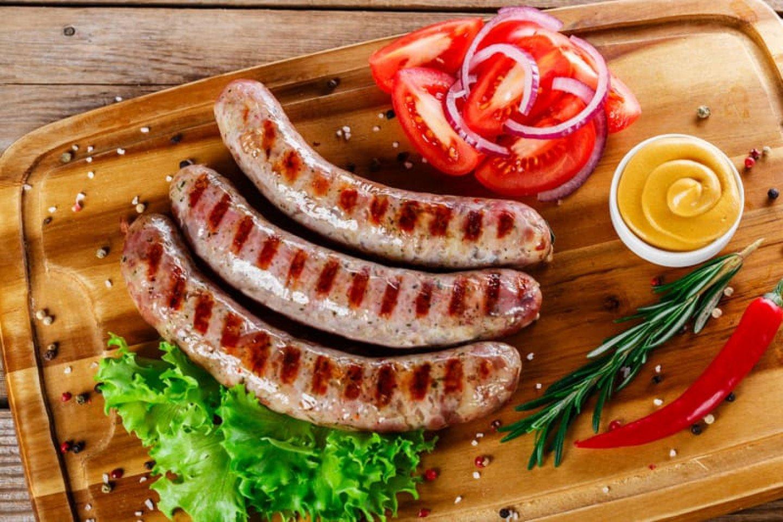 Острые колбаски-гриль