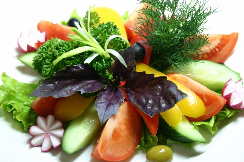Плато из свежих овощей