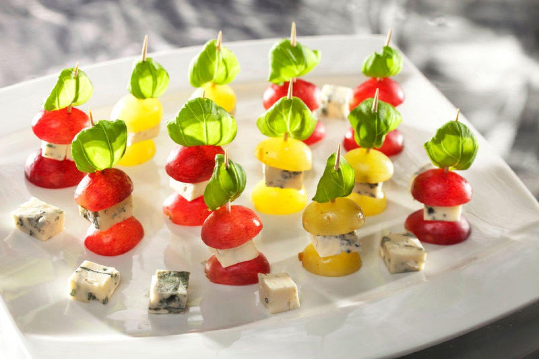 Канапе со сливочным сыром и виноградом