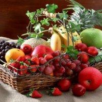 Фруктовая корзина из мини-фруктов