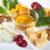 Сыр Гауда с виноградом и мятой