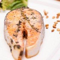 Филе лосося в ароматных травах