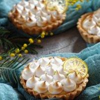 Тарталетка лимонная с запеченной меренгой