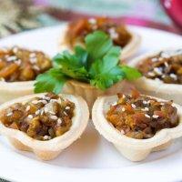 Салат из запеченного баклажана, сыра, грецких орехов